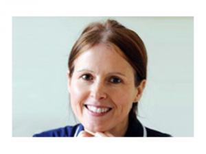 Помогавшей пациентам молитвами медсестре разрешили вернуться на работу