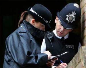 Британские полицейские борются с преступностью при помощи молитв