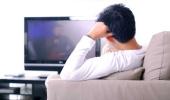 Опрос: счастливые люди ходят в церковь и читают, а несчастные – смотрят телевизор