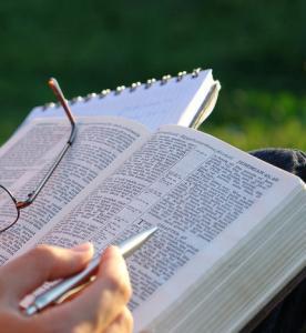 Институт перевода Библии опубликовал Пятикнижие на дунганском языке