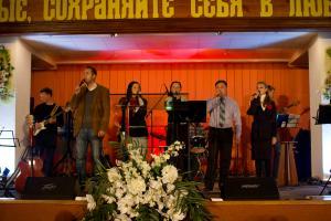 Молодежь церкви «Благодать» провела вечер хвалы и поклонения