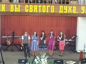 Выпускники воскресной школы участвовали в служении