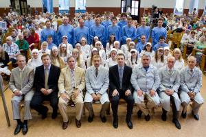 35 человек заключили завет с Господом в церкви
