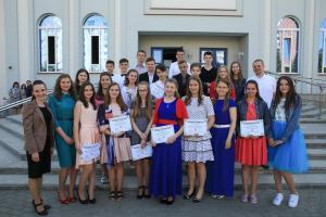 42 подростка окончили воскресную школу церкви