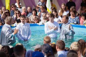 В церкви «Христос для всех» 28 человек заключили завет с Богом