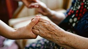 Более 250 приемных семей ухаживают за одинокими пожилыми в Беларуси