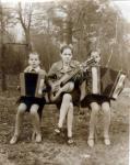 1974г. Деревня Долгое. Музыканты в церкви - Козловские Люба, Аня, Надежда